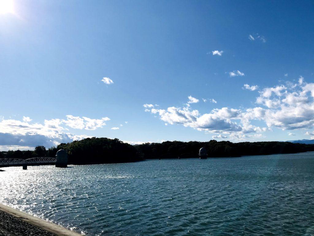 晴れた日の多摩湖