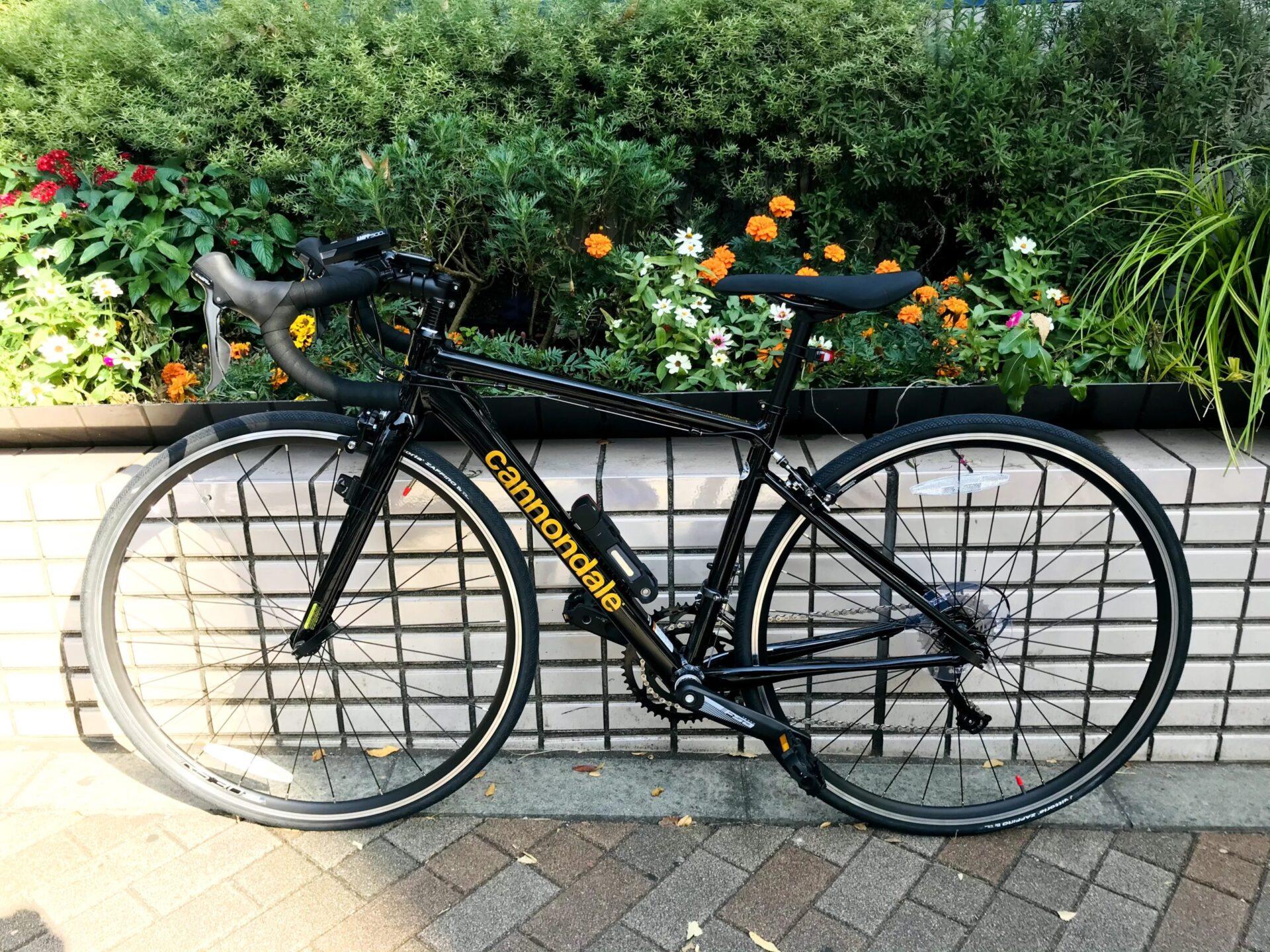 Cannondaleの黒いロードバイク